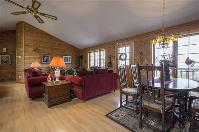 Detached at 224 County Rd 22 Rd, Prince Edward County, Ontario. Image 14