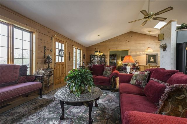 Detached at 224 County Rd 22 Rd, Prince Edward County, Ontario. Image 15