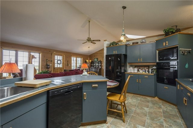 Detached at 224 County Rd 22 Rd, Prince Edward County, Ontario. Image 16