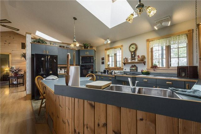 Detached at 224 County Rd 22 Rd, Prince Edward County, Ontario. Image 18