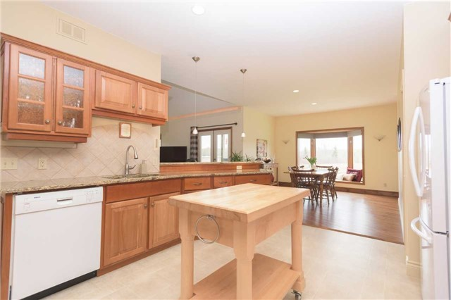 Detached at 555538 6th  Line, Blue Mountains, Ontario. Image 20