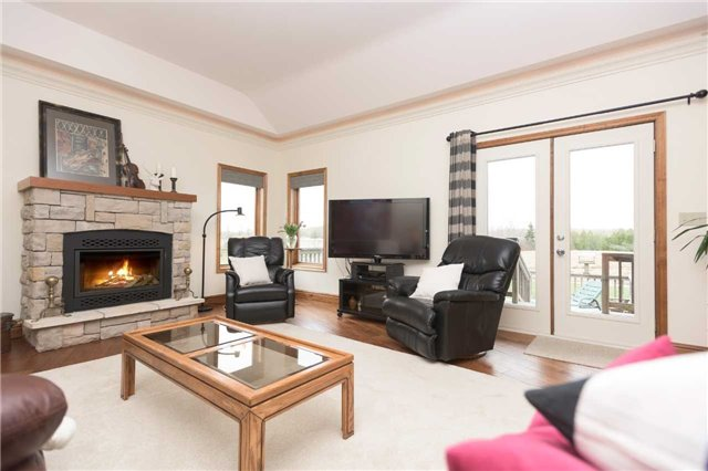 Detached at 555538 6th  Line, Blue Mountains, Ontario. Image 5