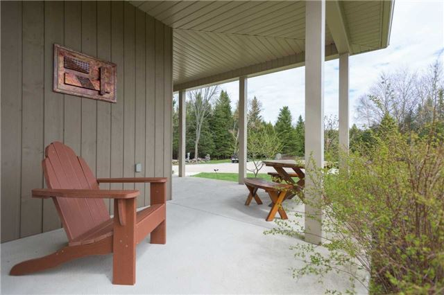 Detached at 555538 6th  Line, Blue Mountains, Ontario. Image 9