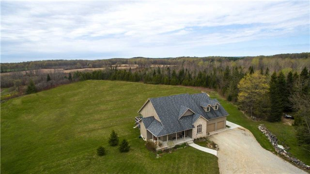 Detached at 555538 6th  Line, Blue Mountains, Ontario. Image 10