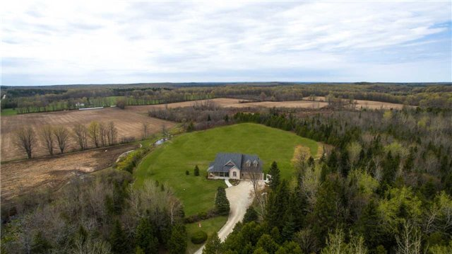 Detached at 555538 6th  Line, Blue Mountains, Ontario. Image 11