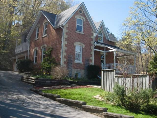 Detached at 870 3rd Ave W, Owen Sound, Ontario. Image 10