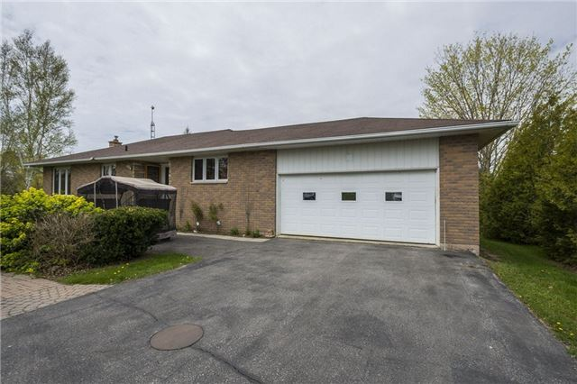 Detached at 1208 County Rd 12 Rd, Prince Edward County, Ontario. Image 12