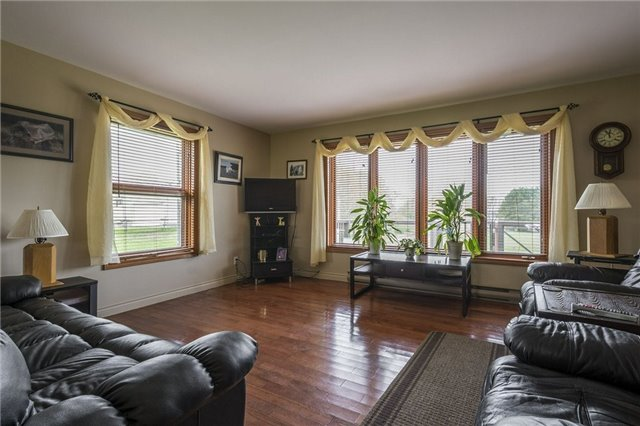Detached at 1208 County Rd 12 Rd, Prince Edward County, Ontario. Image 2