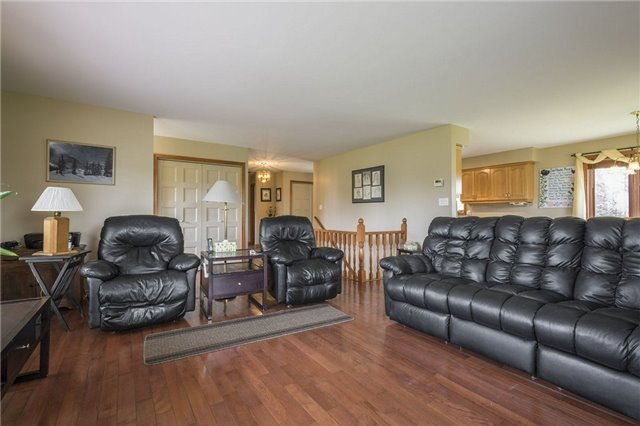 Detached at 1208 County Rd 12 Rd, Prince Edward County, Ontario. Image 3