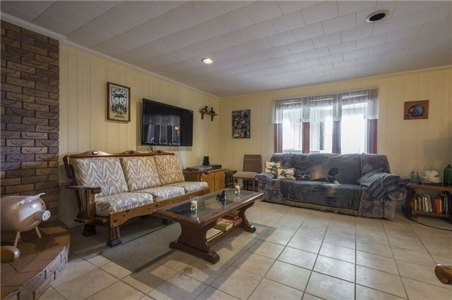 Detached at 1208 County Rd 12 Rd, Prince Edward County, Ontario. Image 6
