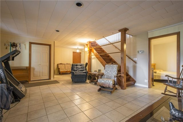Detached at 1208 County Rd 12 Rd, Prince Edward County, Ontario. Image 7