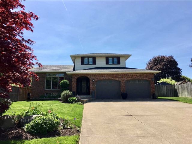 Detached at 43 Ridge Point Dr, St. Catharines, Ontario. Image 1