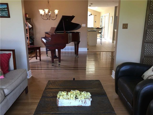 Detached at 43 Ridge Point Dr, St. Catharines, Ontario. Image 15