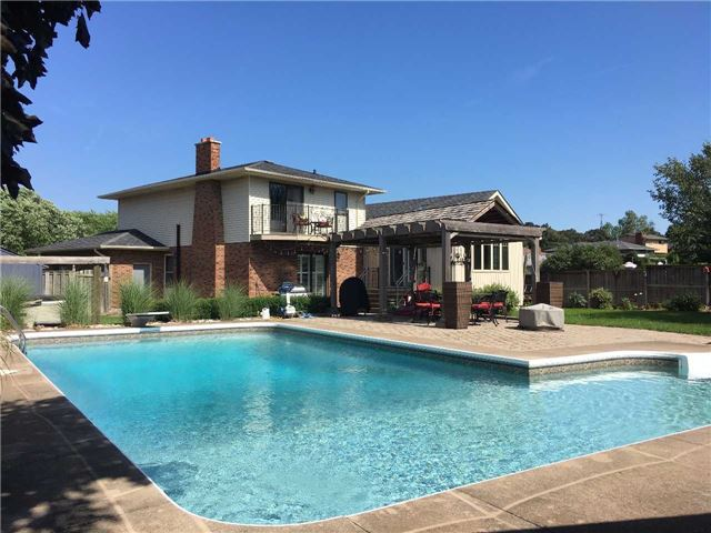 Detached at 43 Ridge Point Dr, St. Catharines, Ontario. Image 10