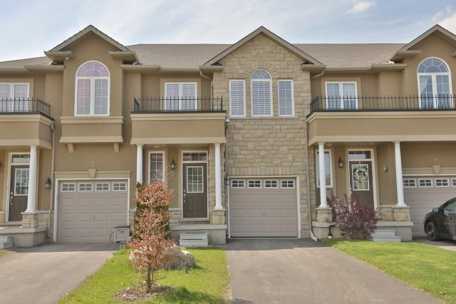 Townhouse at 5 Springview Dr, Hamilton, Ontario. Image 1