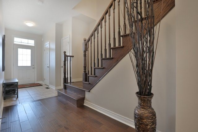 Townhouse at 5 Springview Dr, Hamilton, Ontario. Image 12