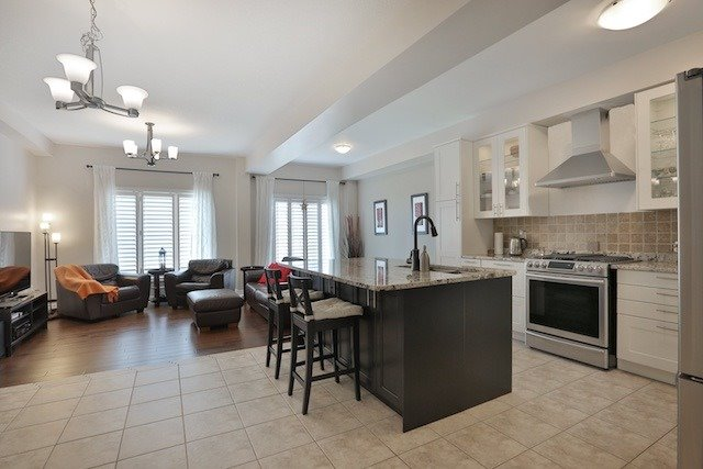 Townhouse at 5 Springview Dr, Hamilton, Ontario. Image 14