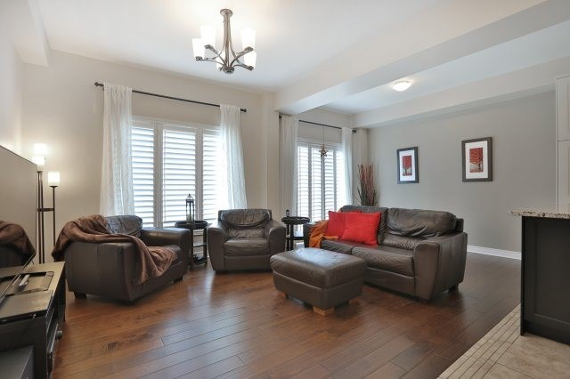 Townhouse at 5 Springview Dr, Hamilton, Ontario. Image 15