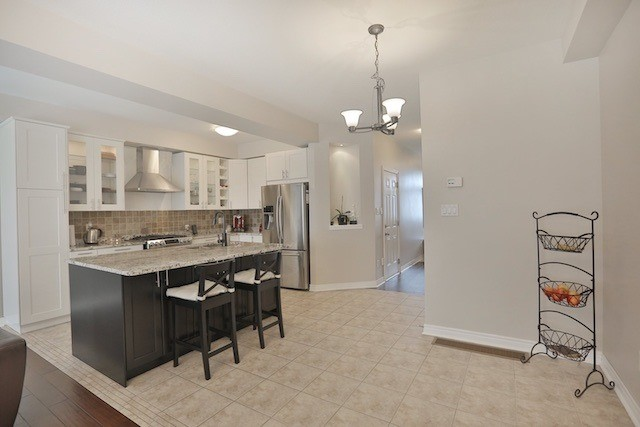 Townhouse at 5 Springview Dr, Hamilton, Ontario. Image 17