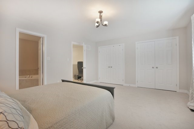 Townhouse at 5 Springview Dr, Hamilton, Ontario. Image 4