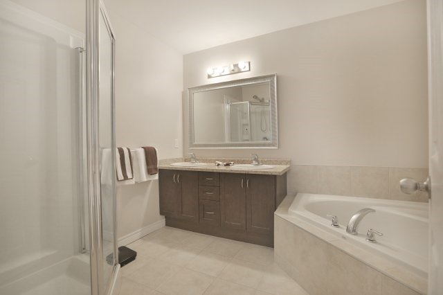 Townhouse at 5 Springview Dr, Hamilton, Ontario. Image 5