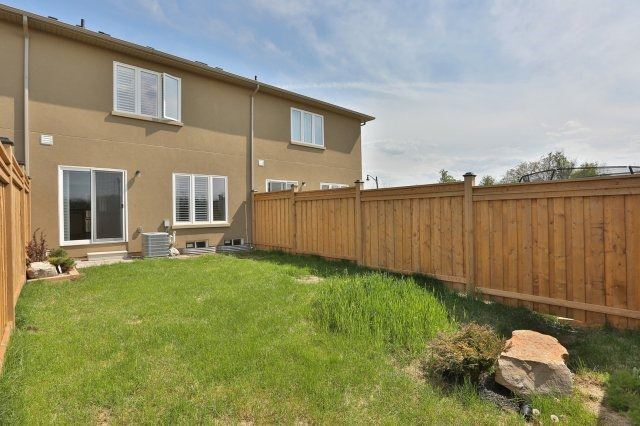 Townhouse at 5 Springview Dr, Hamilton, Ontario. Image 10