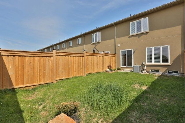 Townhouse at 5 Springview Dr, Hamilton, Ontario. Image 11