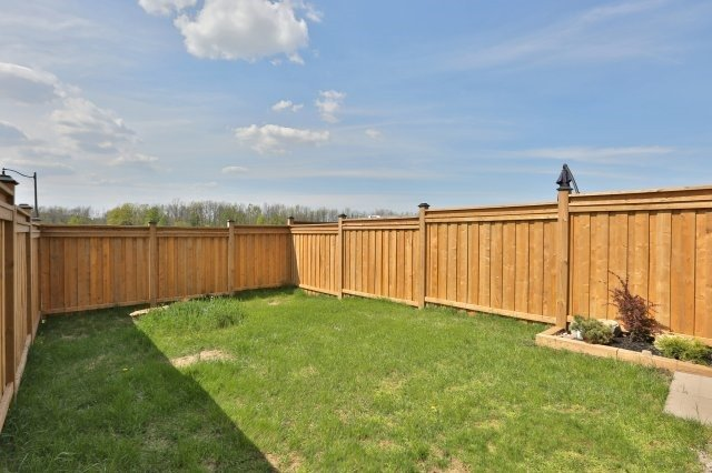 Townhouse at 5 Springview Dr, Hamilton, Ontario. Image 13
