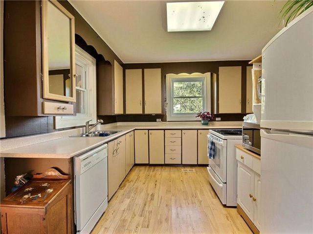 Detached at 4226 Indian Creek Rd, Clarence-Rockland, Ontario. Image 3