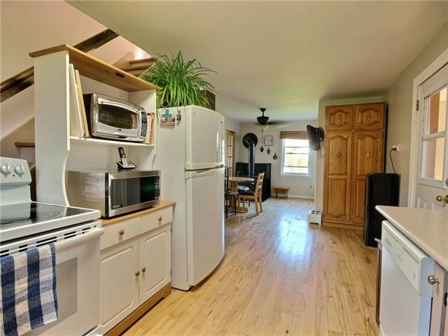 Detached at 4226 Indian Creek Rd, Clarence-Rockland, Ontario. Image 5