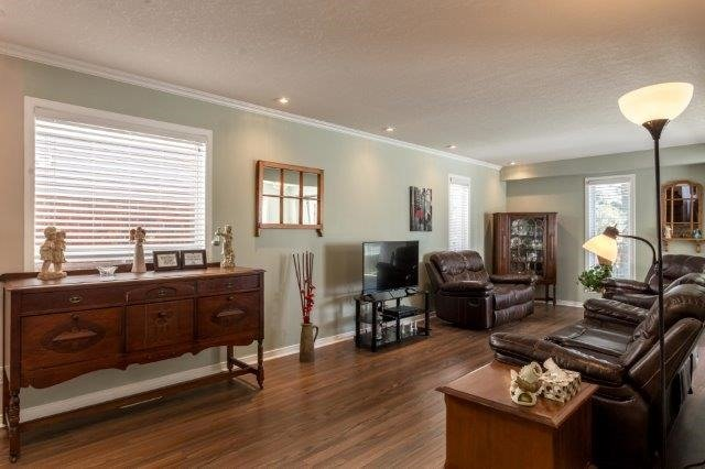 Detached at 582 Little Dover Cres, Kitchener, Ontario. Image 2