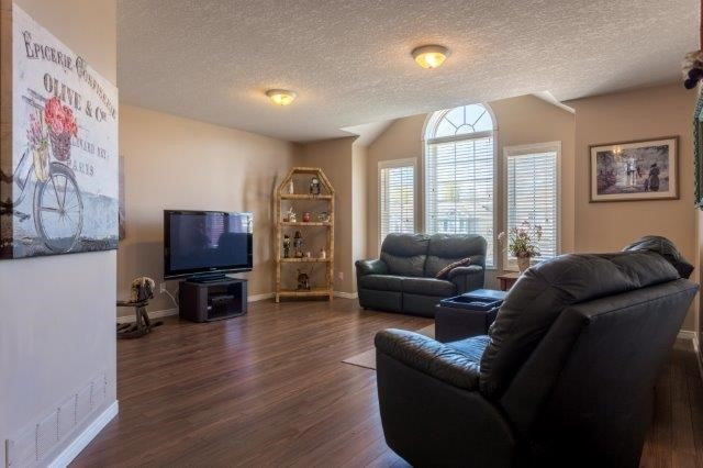Detached at 582 Little Dover Cres, Kitchener, Ontario. Image 4