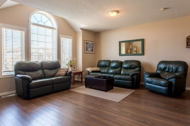 Detached at 582 Little Dover Cres, Kitchener, Ontario. Image 5