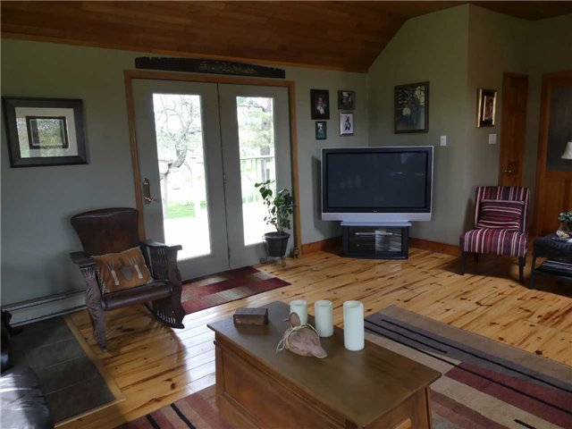 Detached at 598702 2nd Line W, Mulmur, Ontario. Image 2