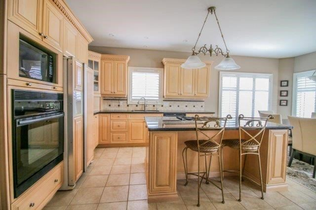 Detached at 14 Countryside Dr, St. Catharines, Ontario. Image 2
