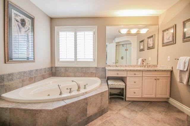 Detached at 14 Countryside Dr, St. Catharines, Ontario. Image 5