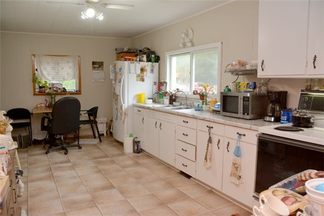 Detached at 1462 County Rd 18, Prince Edward County, Ontario. Image 15
