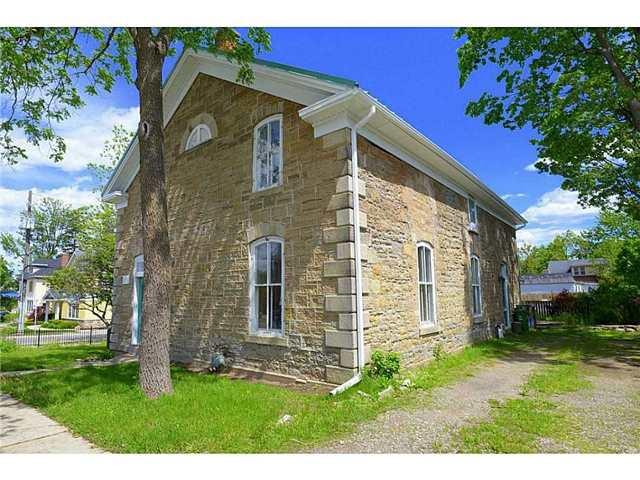 Detached at 298 Dundas St E, Hamilton, Ontario. Image 1