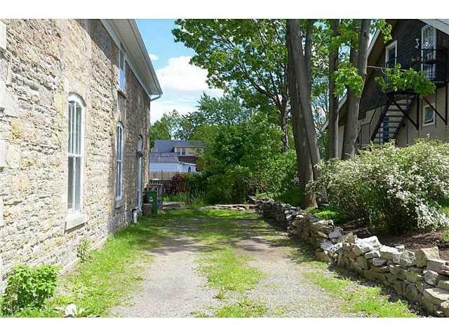 Detached at 298 Dundas St E, Hamilton, Ontario. Image 15