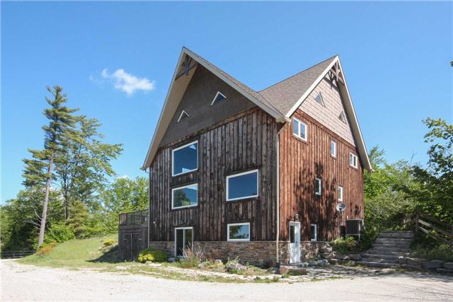 Detached at 838236 4th Line E, Mulmur, Ontario. Image 11