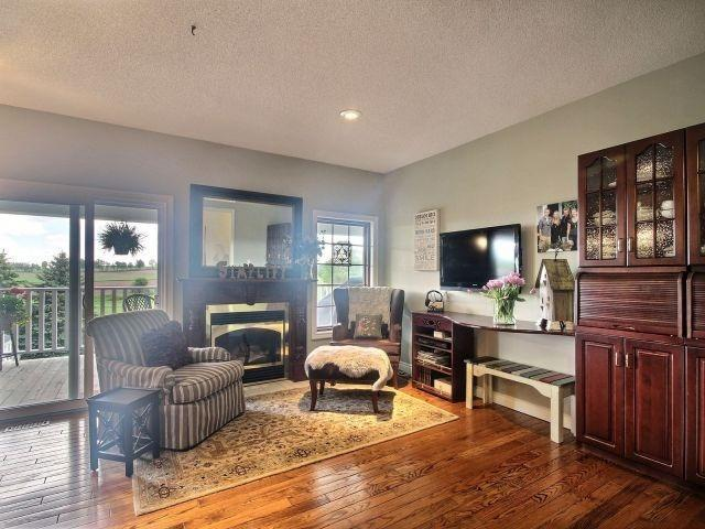 Detached at 15 Chele Mark Dr, Woodstock, Ontario. Image 2