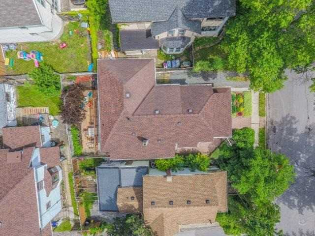 Detached at 39 Shotwell St, Welland, Ontario. Image 12