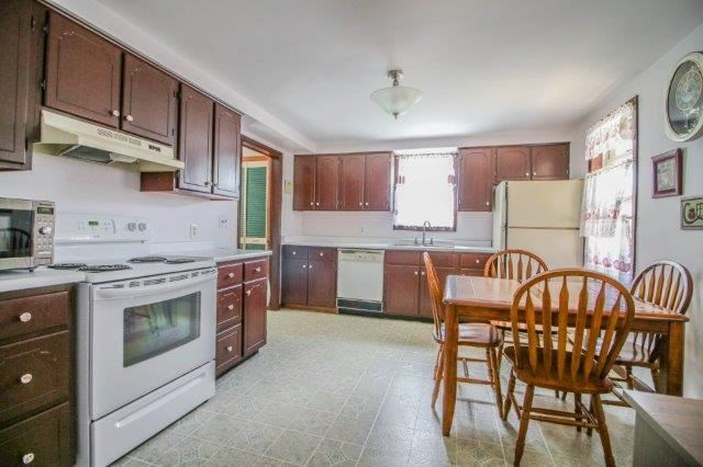 Detached at 39 Shotwell St, Welland, Ontario. Image 3
