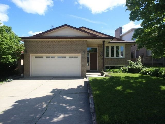 Detached at 24 Stonehenge Pl, Kitchener, Ontario. Image 1