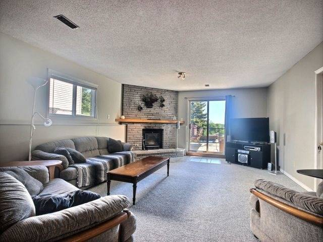 Detached at 24 Stonehenge Pl, Kitchener, Ontario. Image 6