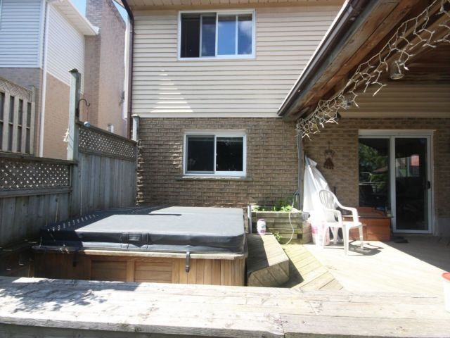 Detached at 24 Stonehenge Pl, Kitchener, Ontario. Image 10