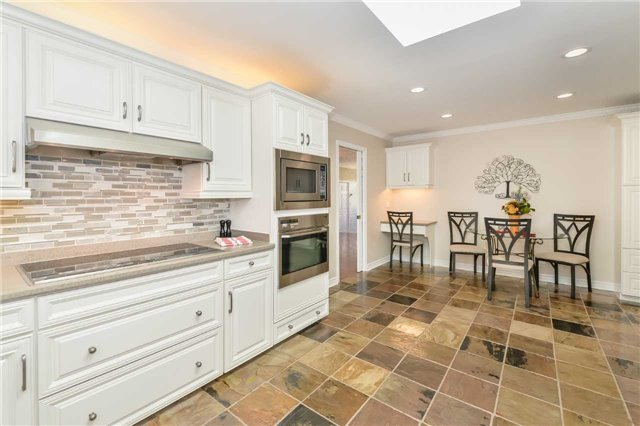 Detached at 121 Cobblestone Pl, Guelph/Eramosa, Ontario. Image 2