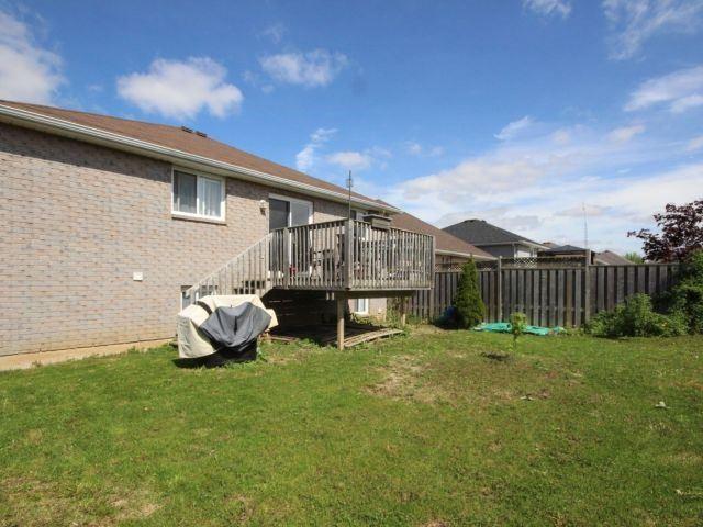 Detached at 17 Bradley Lane, Brantford, Ontario. Image 3