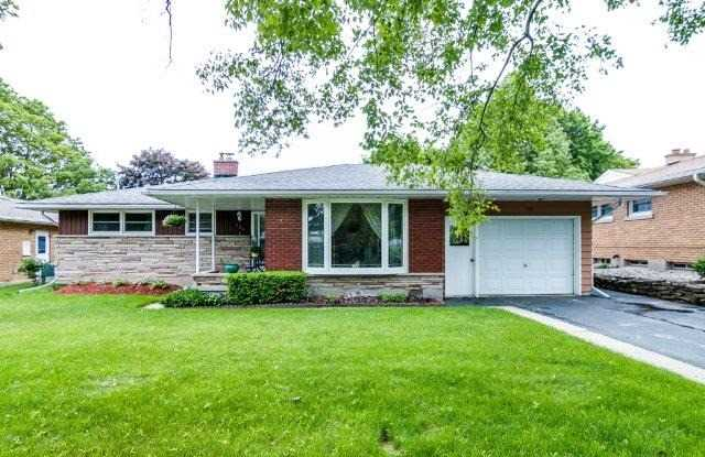 Detached at 121 Blueridge Ave, Kitchener, Ontario. Image 1