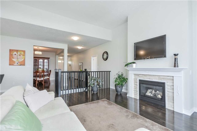 Detached at 149 Aberfoyle Mill Cres, Puslinch, Ontario. Image 2